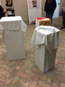La prima stanza in cui dovevano essere indovinati gli oggetti coperti